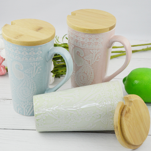 520ml  mug with embossed peacock shape ceramic mug