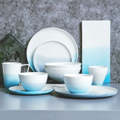 Wholesale glazed dinner set blue and white ceramic dinner set